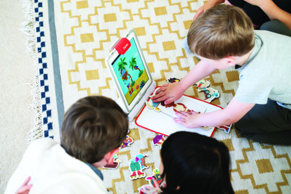 Kids playing with Osmo